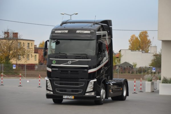 3 28 600x398 - VOLVO FH 500 2016r. TEMPOMAT ACC LED ASYSTENT 746
